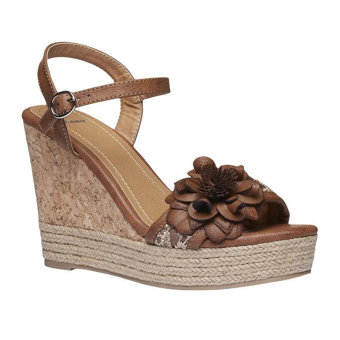 Sandały na platformie z kwiatkiem bata, brązowy, 761-4529 - 13