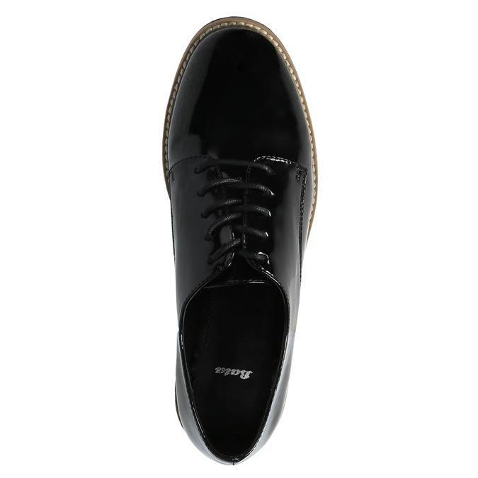 Lakierowane półbuty na wyrazistej podeszwie bata, czarny, 521-6600 - 19