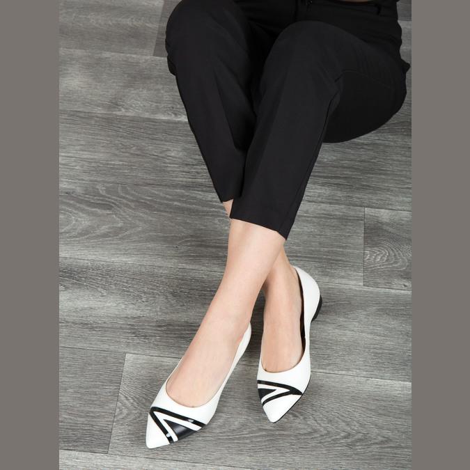Skórzane damskie baleriny bata, biały, 524-1602 - 18