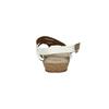 Korkowe sandały zpaskiem między palcami bata, biały, 561-1606 - 17