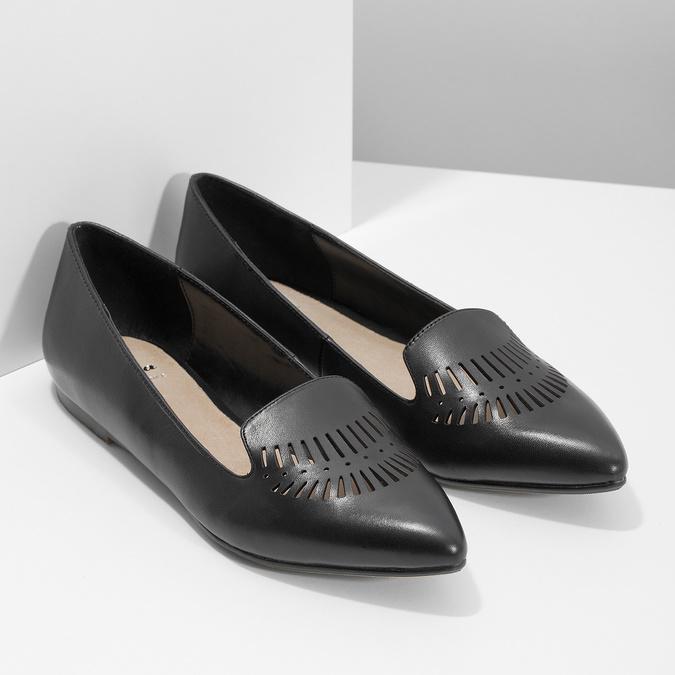 Skórzane loafersy damskie zperforacją bata, czarny, 524-6659 - 26