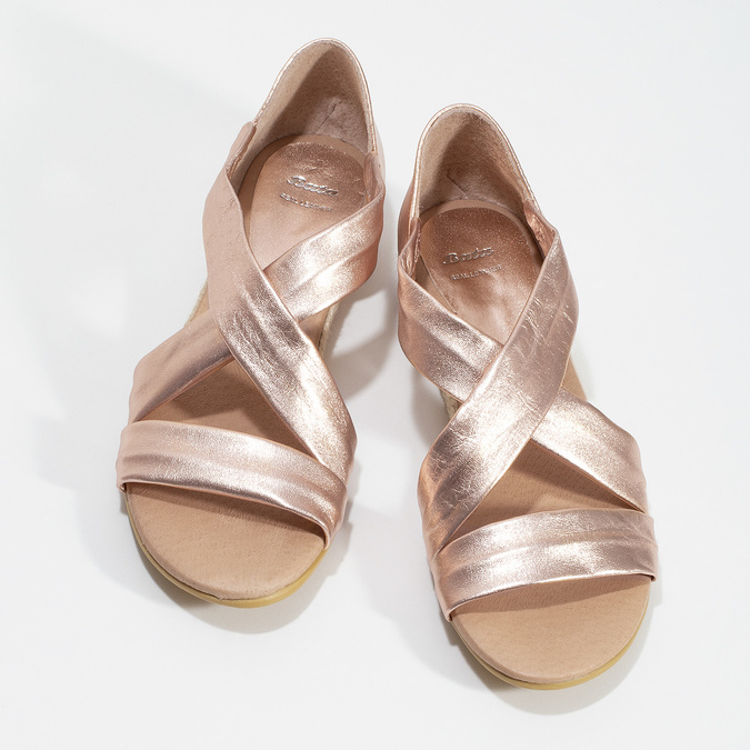 Sandały damskie na koturnach wkolorze różowego złota bata, brąz, 566-5649 - 16
