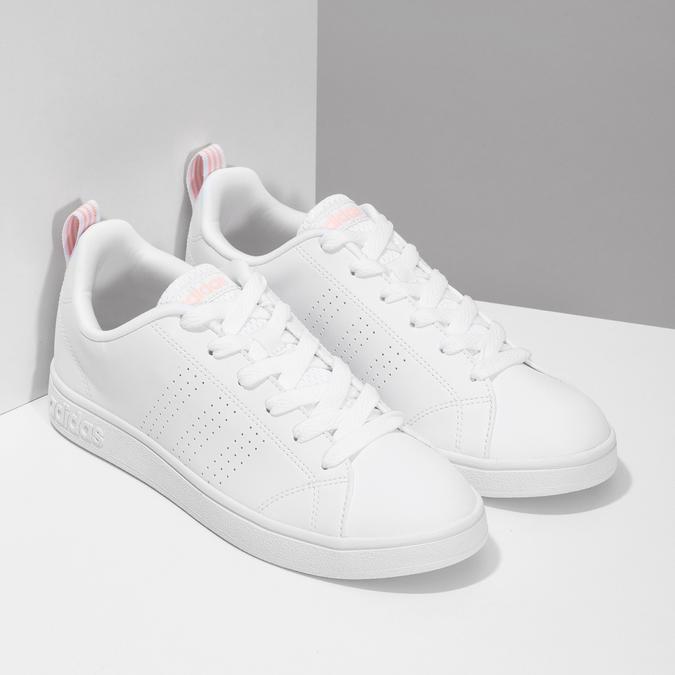 Białe trampki damskie zperforacją adidas, biały, 501-1800 - 26